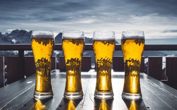 birra artigianale colazione bicchieri