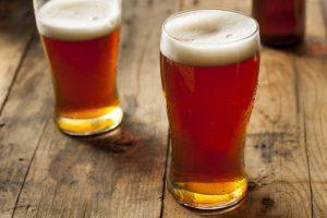 birra e patatine birre ambrate