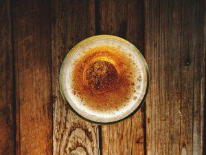 birre artigianali chiare bicchiere