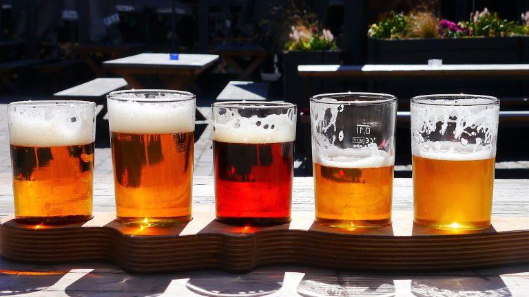 bere birra d'un fiato bicchieri