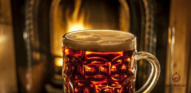 birra calda bicchiere