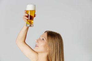 come schiarire i capelli con la birra