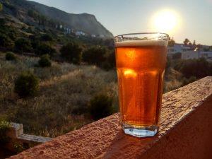 cose da non fare con birra artigianale bicchiere