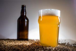 homebrewing birra e bicchiere