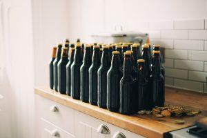 perché le bottiglie di birra sono scure tappi e bottiglie