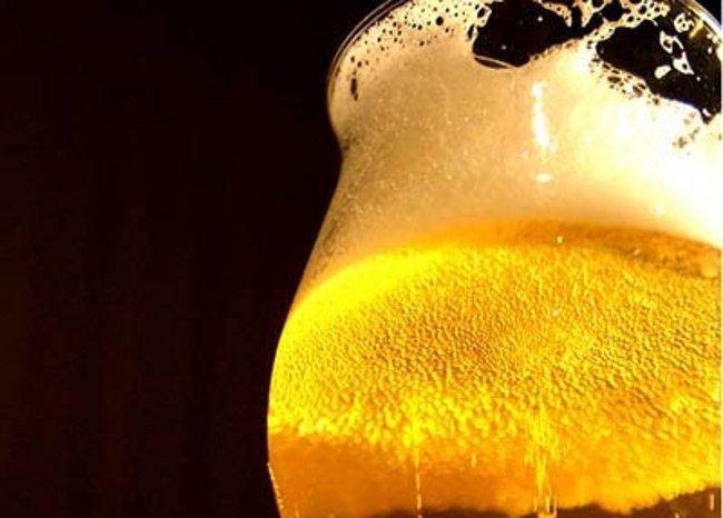 chi beve birra campa cent'anni schiuma